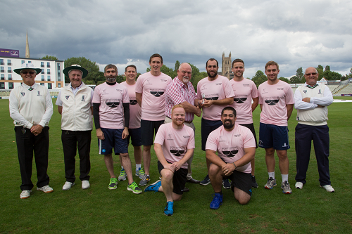 Mike Gatting bowls over Street Sixes winners